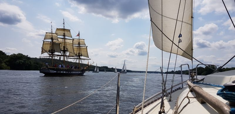Curiosity sailing on Havel with Royal Louise