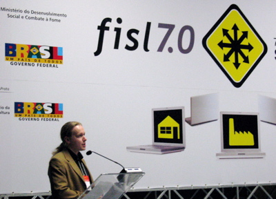 Henri speaking in the FISL main hall